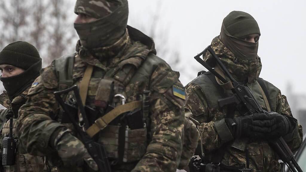 Ukraine und Separatisten werfen sich Angriffe im Donbass vor