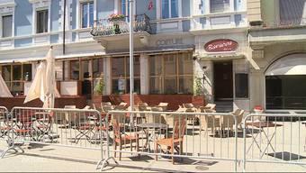 Die Polizei macht die Baracoa Bar zu. Der Barbetreiber wurde nach einem Tipp trotz angeordneter Quarantäne in seinem Lokal erwischt. Der Wirt besuchte zuvor jene Party in Grenchen, bei welcher auch eine in Isolation gesetzte Person anwesend war.