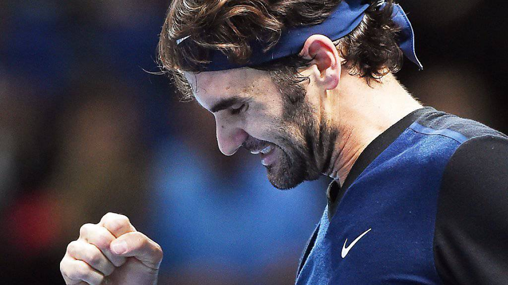 Roger Federer ballt nach dem Zweisatzsieg gegen Landsmann Stan Wawrinka die Faust