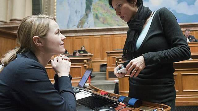 Die Nationalrätinnen Natalie Rickli (SVP-ZH), links, und Pascale Bruderer (SP-AG)