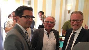 Daniel Issler (links), und Hans Egloff (rechts) von der Limmattalbahn AG kümmerten sich um die Anliegen der Gewerbler, hier des Zahnarztes Heinz Groth-Steiner.