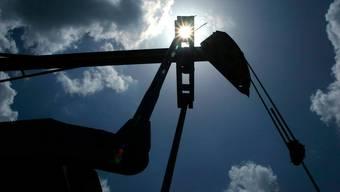 Allein am Montag ist der Ölpreis der Sorte West Texas Intermediate um über 30 Prozent gefallen.