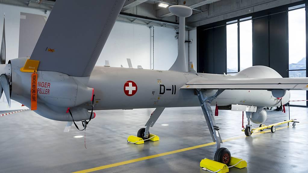 Die Drohne Hermes 900 HFE bei der Präsentation im Jahr 2019 auf dem Militärflugplatz in Emmen LU. (Archivbild)