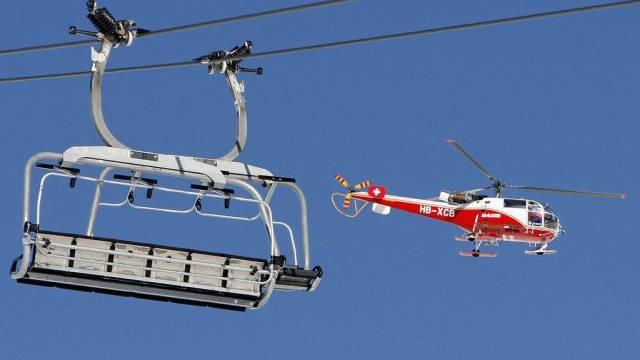 Gefahr: Leitungen und Bahnen sind für Piloten schlecht sichtbar