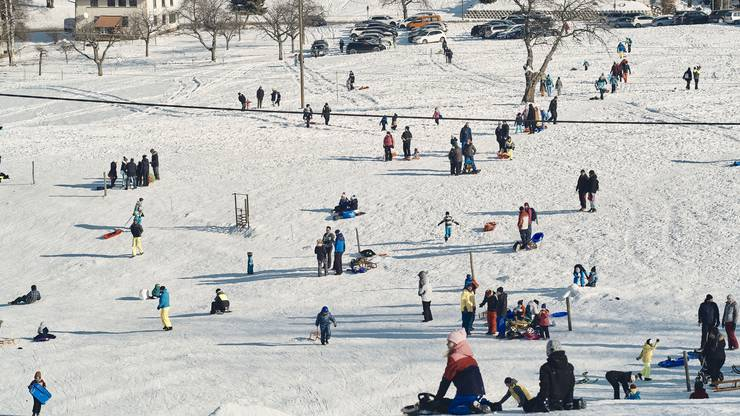 In Langenbruck herrscht freudiges Gewimmel im Schnee.