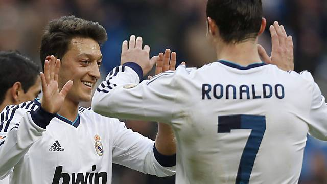 Ronaldo gratuliert Reals Doppeltorschütze Özil