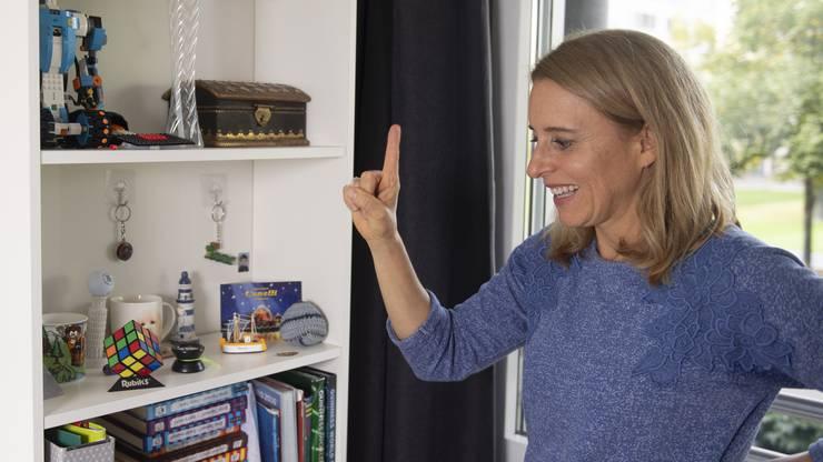 Die 47-jährige Mutter gibt ihren Kunden Tipps, wie sie nachhaltig Ordnung und Struktur in ihr Zuhause bringen können. Dinge, die man häufig braucht, sollte man zum Beispiel auf Augenhöhe platzieren.