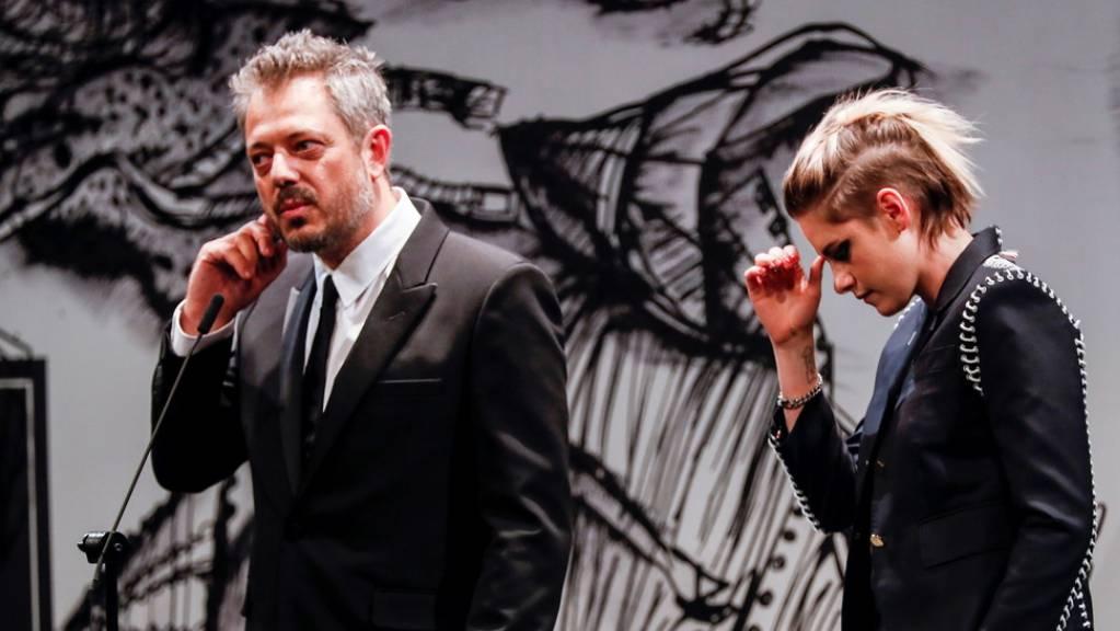 US-Schauspielerin Kristen Stewart, rechts, und Regisseur Benedict Andrews (hier am 67. San Sebastian International Film Festival), stellen am ZFF gemeinsam das Biopic «Seberg» vor.