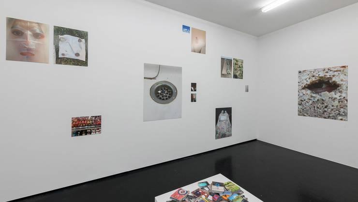 Blick in die Ausstellung von Mahtola Wittmer.