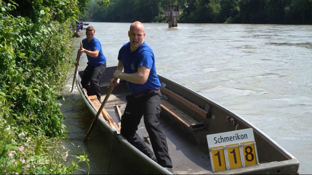 Pontoniere fahren trotz Hochwasser in Murgenthal