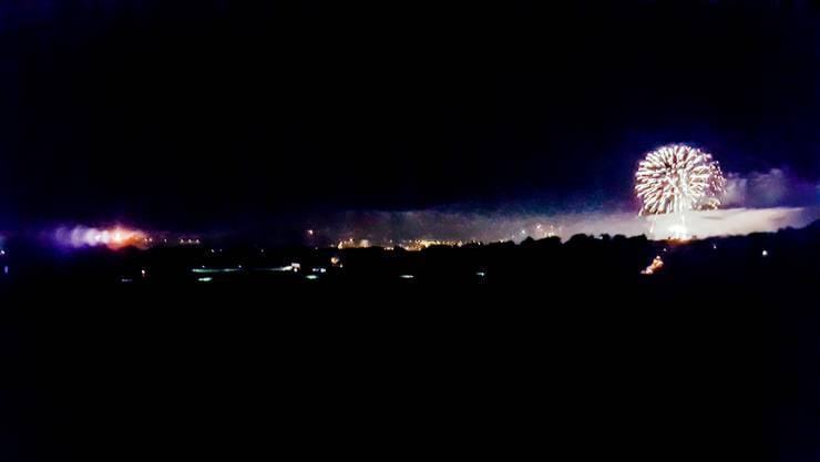 Feuerwerk in Solothurn und Höhenfeuer auf dem Bleichenberg – die Feinstaubbelastung ist sichtbar.