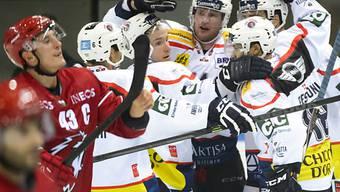 Ambris Spieler bejubeln Treffer gegen Lausanne
