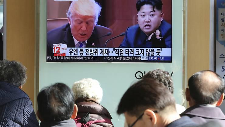 Südkoreas Fernsehen stellt Trump und Kim Jong Un gegenüber (Archiv)