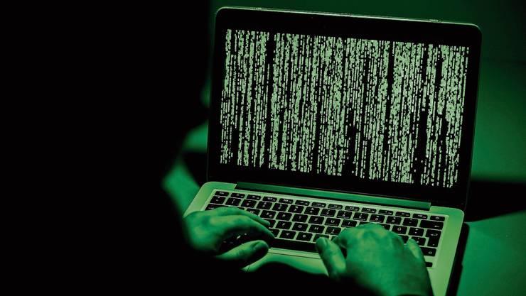 Mit Staatstrojanern können Ermittler sich in Computer oder Smartphones von Verdächtigen einschleichen.
