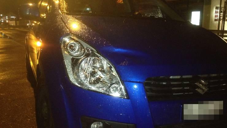 Am Samstagabend fährt eine Autofahrerin bei schlechter Sicht und Regen eine Fussgängerin an, diese wird schwer verletzt