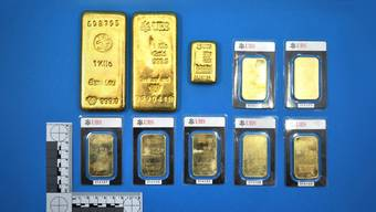 Die beiden Männer fanden die 10 Goldbarren am 28. Juni 2012 beim Mähen. Fünf Jahre später ist nach wie vor mysteriös, wie die zehn Goldbarren, die 2,6 Kilogramm schwer und zirka 100'000 Franken wert sind, dorthin kamen.