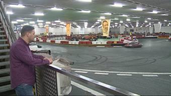 Auf der Indoor-Kartbahn in Roggwil kam am Freitag ein 31-jähriger Aargauer ums Leben. Heute hat sich der Betreiber der Anlage zur Tragödie geäussert.