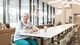Sie ist der treuste Stammgast in der Campus-Bar: Jeden Tag verbringt Ursula Wüst mehrere Stunden mit der Aargauer Zeitung am langen Tisch.