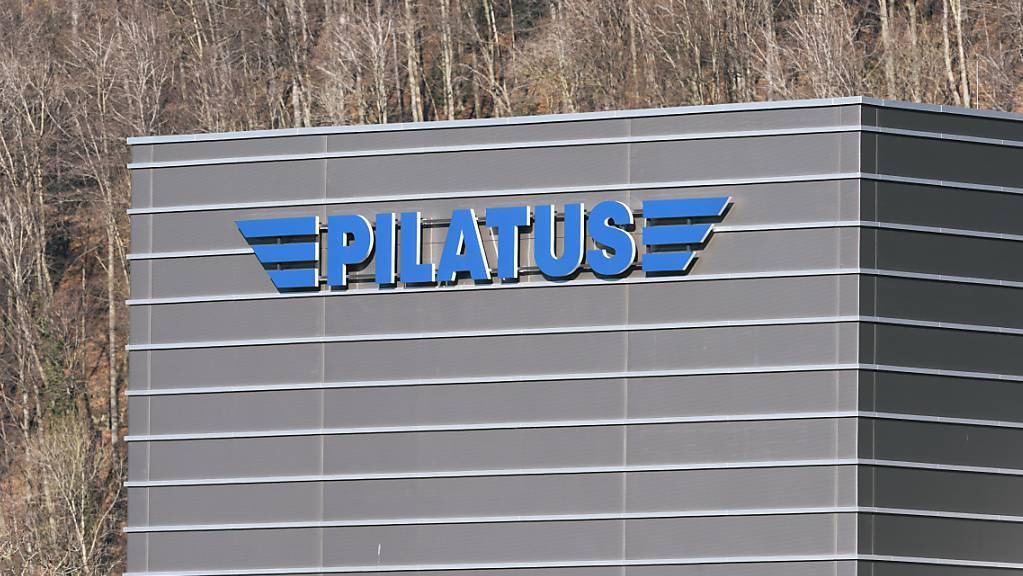 Die Pilatus-Flugzeugwerke haben im Zusammenhang mit ihren Dienstleistungen für den Unterhalt von PC-21-Flugzeugen in Saudi-Arabien nicht gegen die Meldepflicht verstossen. (Archivbild)