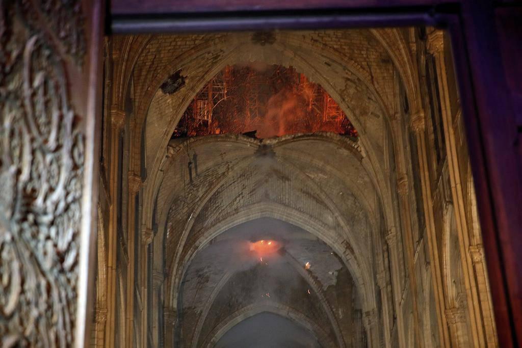 Im Innern der Kathedrale Notre-Dame nach dem Brand (© Keystone)