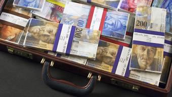 Laut dem Weltvermögensreport der Credit Suisse beträgt das Durchschnittsvermögen pro Erwachsenem hierzulande 530'240 US-Dollar oder umgerechnet etwa 527'000 Franken. (Symbolbild)