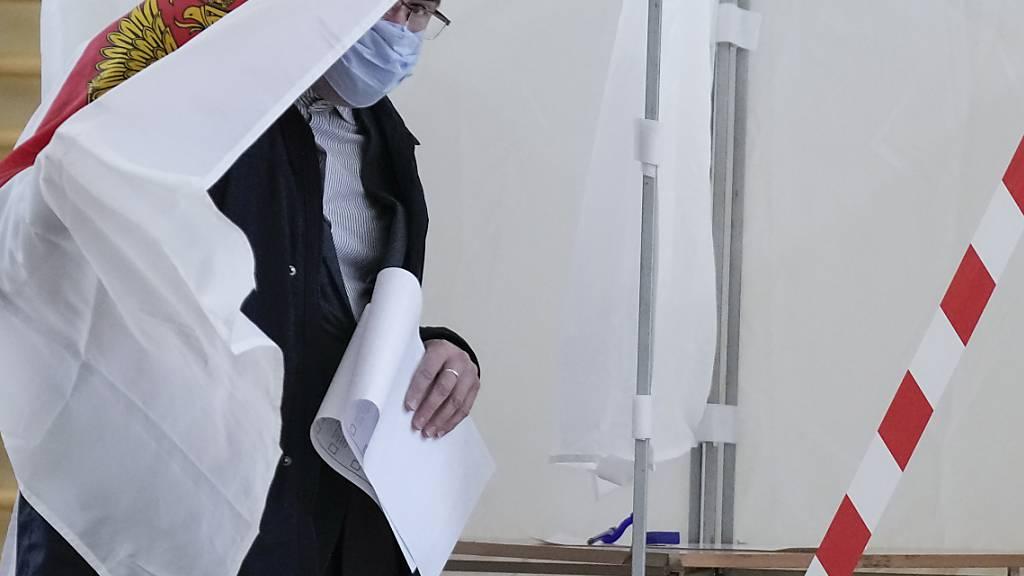 Zweiter Tag der russischen Parlamentswahl - Beschwerden über Verstösse