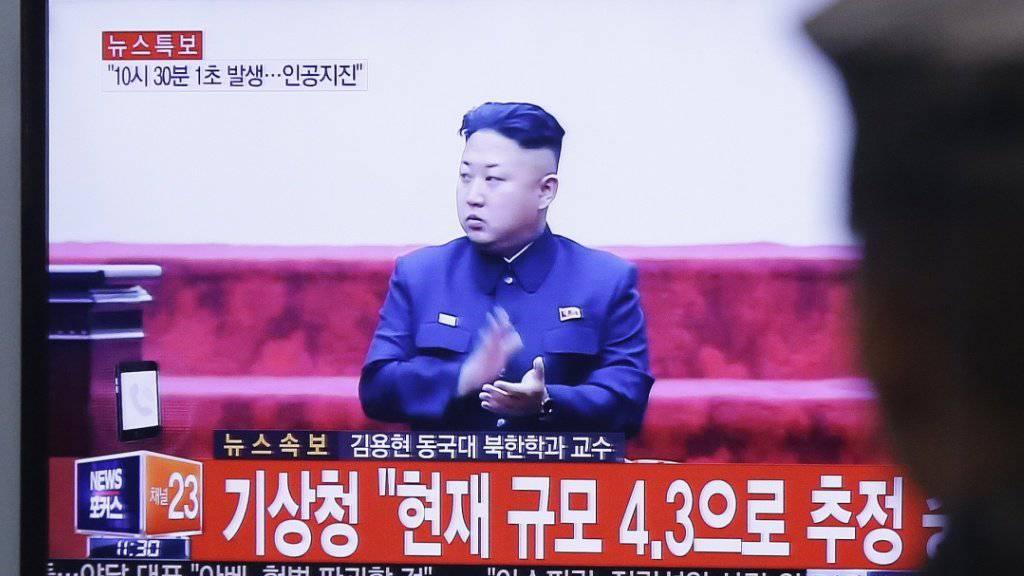 Nordkoreas Machthaber Kim Jong Un soll laut Medienbericht den Waffentest persönlich überwacht haben. (Archivbild)