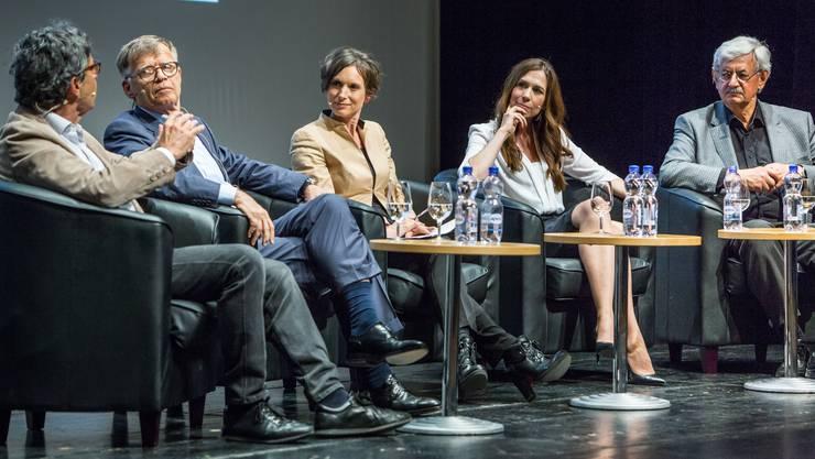 Roger Schawinski, Peter Wanner, Moderatorin Pascale Bruderer, Susanne Wille und Iwan Rickenbacher im Gespräch.