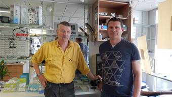 Andreas sen. und Andreas jun. Sollberger in ihrem Optiker- und Uhrengeschäft.