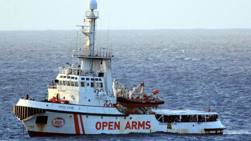 """Das Rettungsschiff """"Open Arms"""" befindet sich in der Nähe der italienischen Insel Lampedusa."""