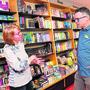 Urs Bütler am Montag im Gespräch mit der neuen Oltner Stadtbibliothekarin Dorothee Windlin.