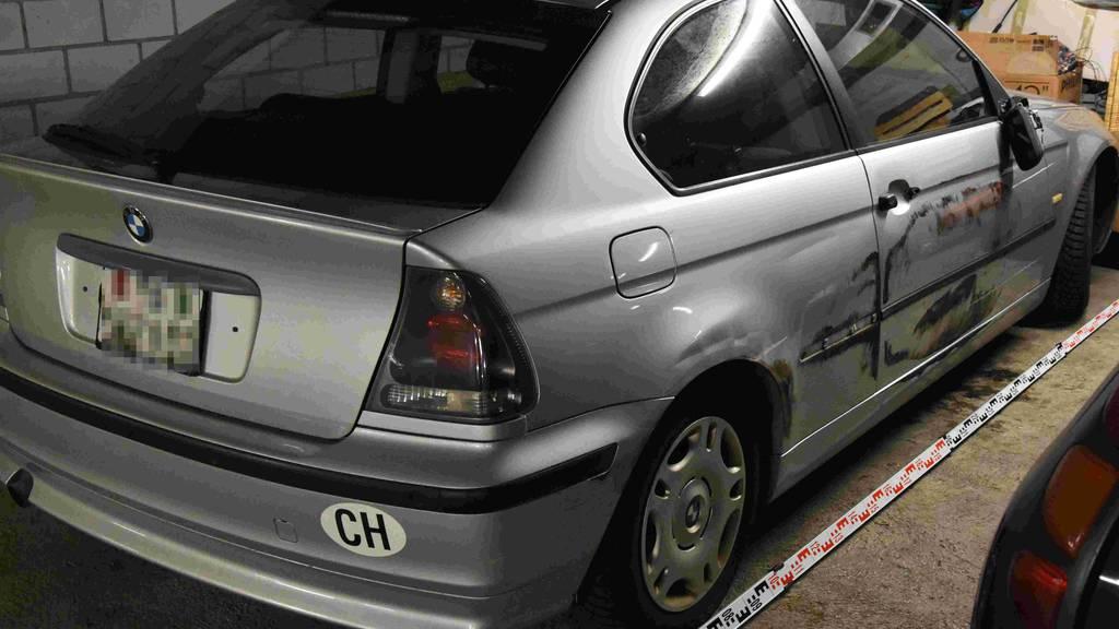 Nach Unfall geflüchtet: Wer wurde von diesem BMW überholt?