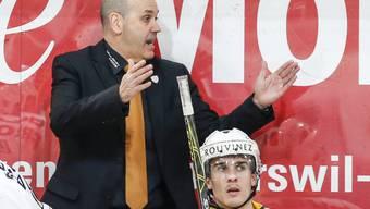 Ajoie und sein Trainer Gary Sheehan gewinnen die erste Partie der Saison