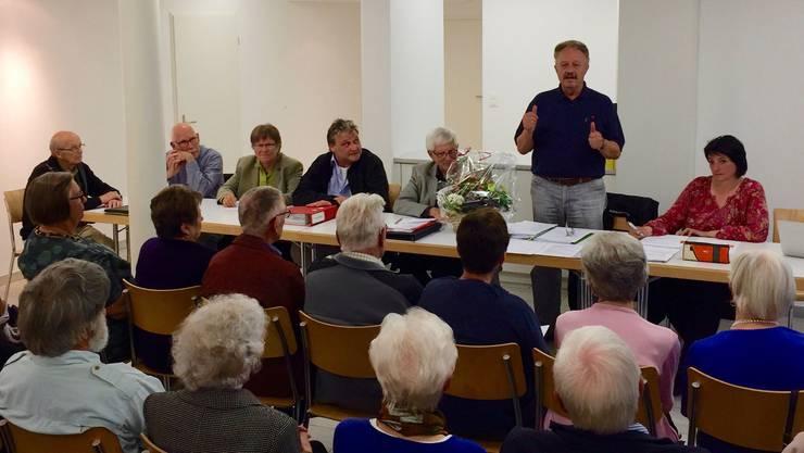 Beide Daumen nach oben Markus von Felten (Präsident) und der Vorstand der Genossenschaft Alterswohnen Erlinsbach.
