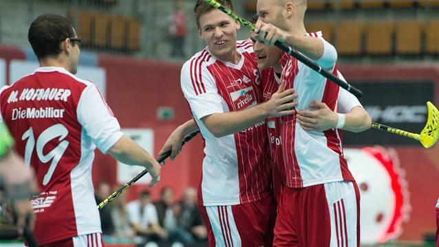 Jubeln die Schweizer (v.l. Matthias Hofbauer, Phillipp Fankhauser und Simon Bichsel) auch gegen die Finnen.