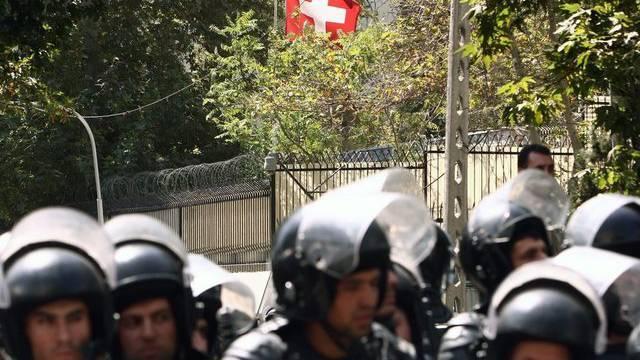 Polizeischutz vor der Schweizer Botschaft in Teheran