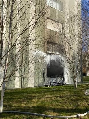 Nussbaumen AG, 15. Januar: In einer Wohnung eines Mehrfamilienhauses brach ein Brand aus. Dieser verwüstete die Wohnung und richtete grossen Schaden an.