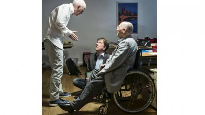 Christian Heeb doziert seinen Partnern Jörg Kachelmann und Fibo Deutsch (v. l. n. r.). Foto: Roland Schmid