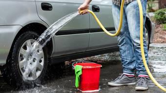 In Meisterschwanden ist Autowaschen seit Freitagabend verboten. Brunnenmeister Stefan Vatter erinnert sich nicht, dass schon einmal ein solches Verbot verhängt werden musste.