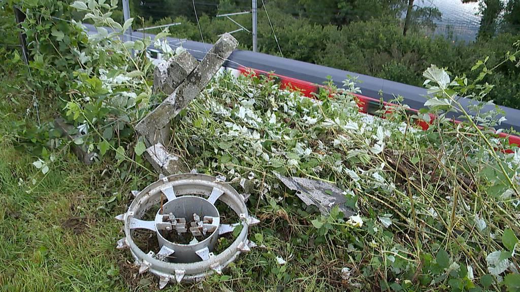 Altendorf (SZ): Zug kollidierte mit Personenwagen - Mann lebensbedrohlich verletzt
