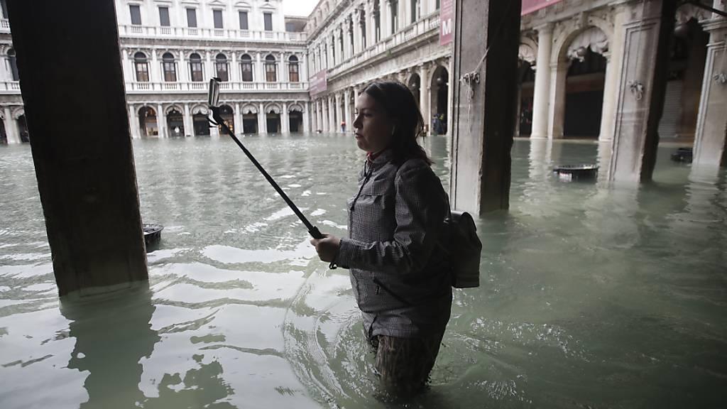 Erneut stehen Teile von Venedig unter Wasser. (Archivbild)