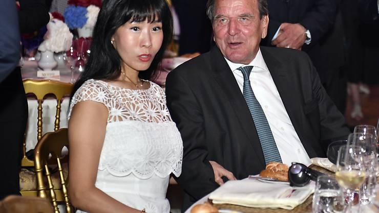 Der einstige deutsche Bundeskanzler Gerhard Schröder und die Koreanerin Soyeon Kim haben bereits am 2. Mai in Seoul geheiratet. Gross gefeiert wird später in Berlin. (Archiv)
