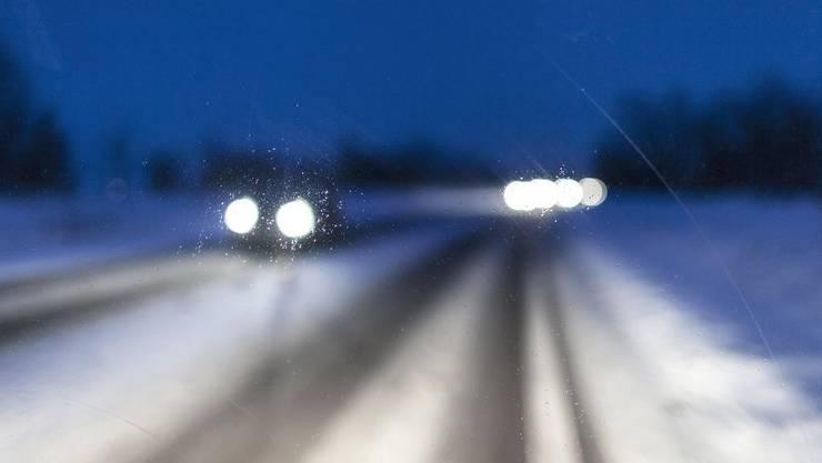 Aufgrund der winterlichen Verhältnisse und der starken Bise war langsames Fahren angesagt. (Archiv)