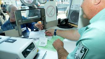 Derzeit diskutiert Deutschland darüber, die Mehrwertsteuer erst ab Beträgen von über 50 oder 100 Euro den Schweizer Kunden zurückzuerstatten.