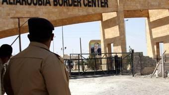 Ein irakischer Soldat am Grenzübergang zu Syrien