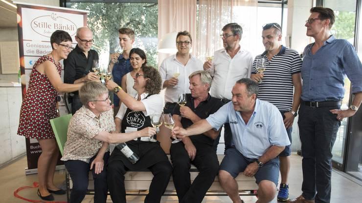 2015 äusserte der Badener Weinhändler Daniel Cortellini den Wunsch nach einer ruhigen Ecke mit «stillen Bänkli» am grossen Volksfest. Nun werden 100 solcher Bänkli auf dem Festgebiet verteilt stehen. Die Bänke sind nummeriert und mit den Namen des Käufers versehen. Unter der Website www.stille-baenkli.ch kann man sich einen Überblick der Standorte verschaffen und ein Bänkli mit Apéro für eine Stunde reservieren. Ist eine Bank nicht reserviert, kann jedermann auf dieser Platz nehmen. Am Ende der Badenfahrt werden die rund 50 Kilogramm schweren Bänke auf Wunsch der Besitzer von der Stiftung für Behinderte Arwo nach Hause transportiert.