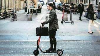 Das Gefährt des urbanen Freizeitaktivisten: Ein E-Scooter – unterwegs in Lyon. Nicolas Liponne/Getty