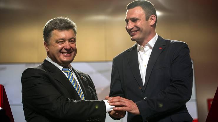 Wahlsieger Poroshenko und Klischenko.