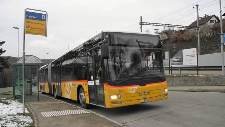 Ein Postauto am Bahnhof Birmensdorf: Das Unternehmen zahlt die zu viel bezogenen Abgeltungen zurück – ein Teil davon geht an die Gemeinden.
