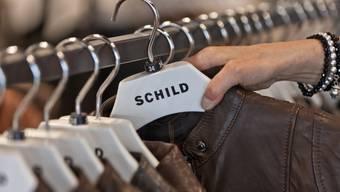 Lederjacken in einer Filiale der Modekette Schild (Archiv)